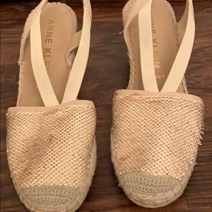 Anne Klein iflex Sz 10 gold and tan espadrilles.